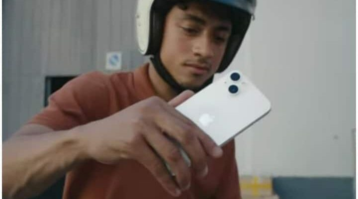 Music of the song 'Dum Maaro Dum' played at Apple's launch event, also played in the video of iPhone 13